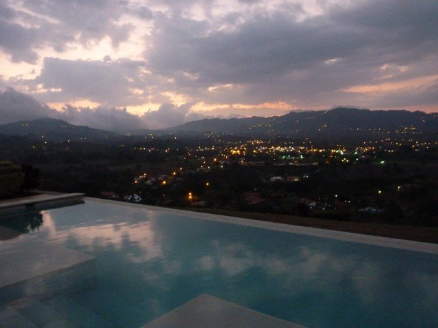 Luxury Vacation Rental, Ferienwohnung in Atenas