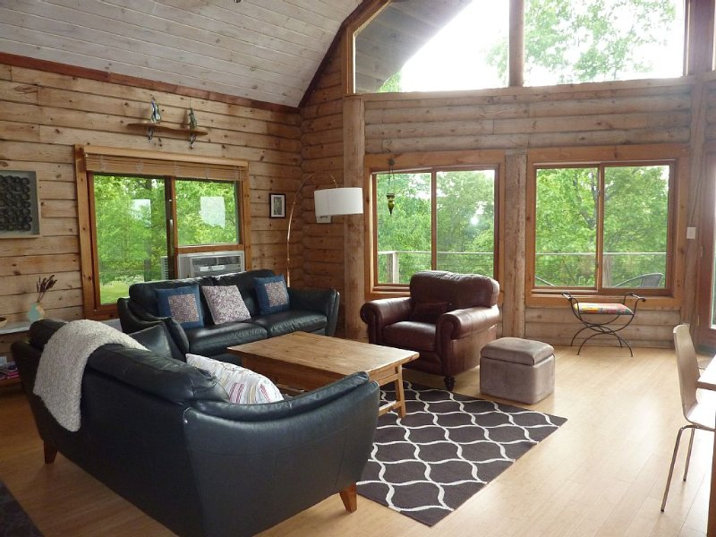 Lovely Catskill Views, Close to Hudson, 5 minutes from Lake Taghkanic, casa vacanza a Craryville
