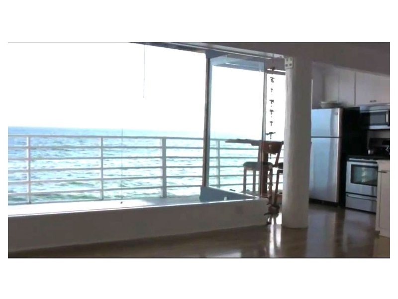 'Walls of Glass on the Sand' Malibu oceanfront beach house, holiday rental in Malibu