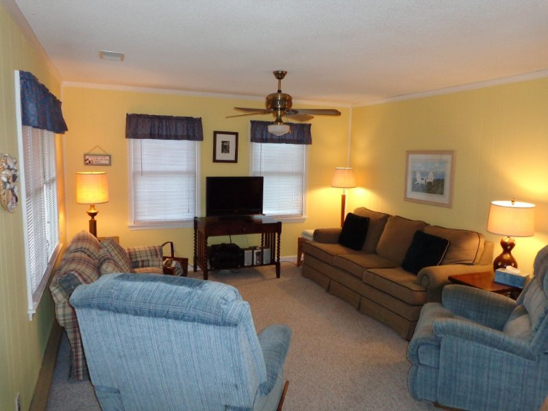 Poppy's Cottage - Home-away-from-home - Awesome Location!, location de vacances à Kill Devil Hills
