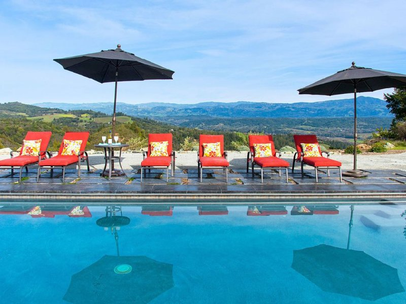 Top Of The World Dry Creek Views With Hot Tub, POOL and new Tesla charger!, vacation rental in Healdsburg
