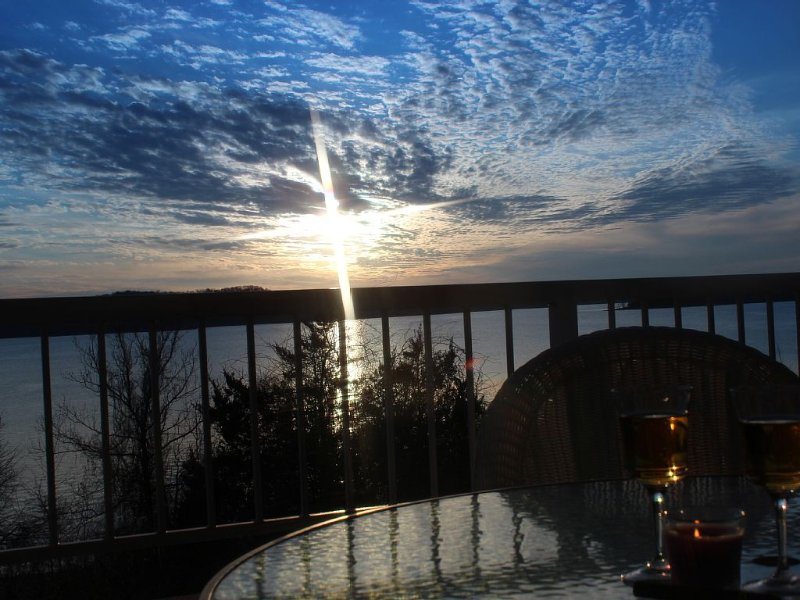 Fabulous Patio View Overlooking The Main Channel Of Table Rock Lake, holiday rental in Hollister