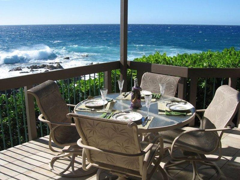 Oceanfront - Kanaloa at Kona - Newly Remodeled, alquiler de vacaciones en Kailua-Kona
