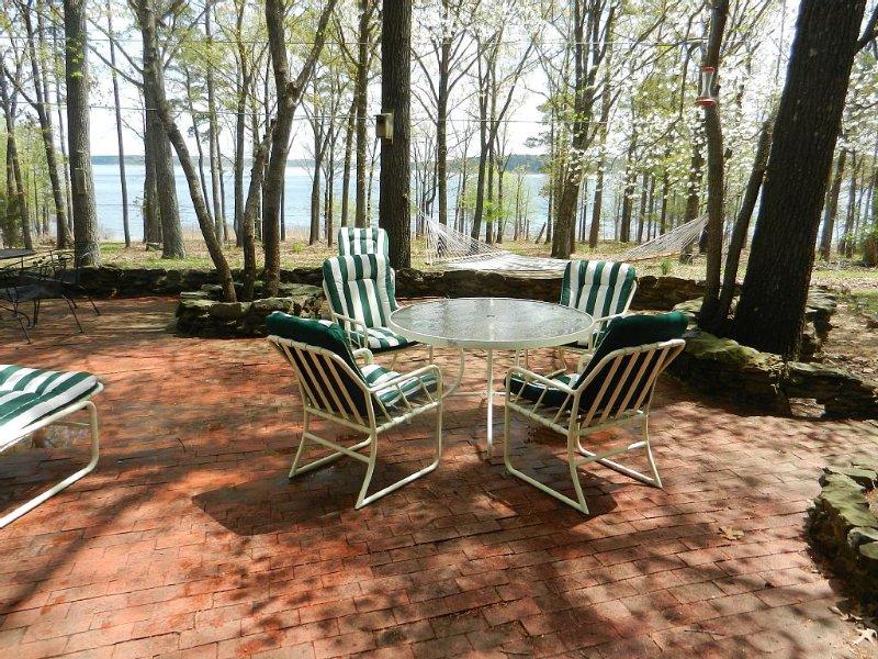 Resort community, 50 yards from the lake, near marina, family & pet friendly, location de vacances à Tumbling Shoals