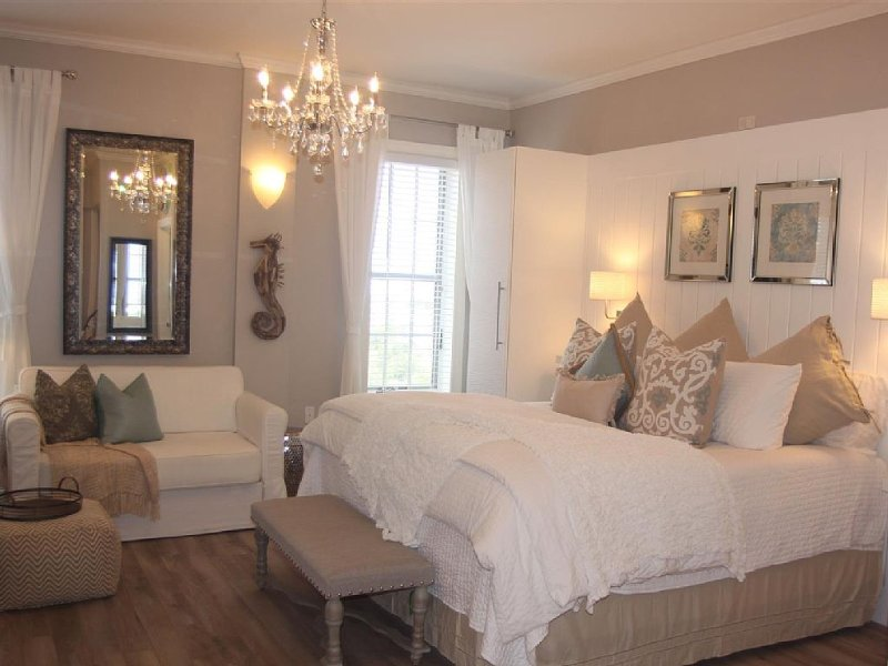 Romantic retreat   Great Location !  king bed, full size fridge-ice maker & Wifi, holiday rental in Seacrest Beach