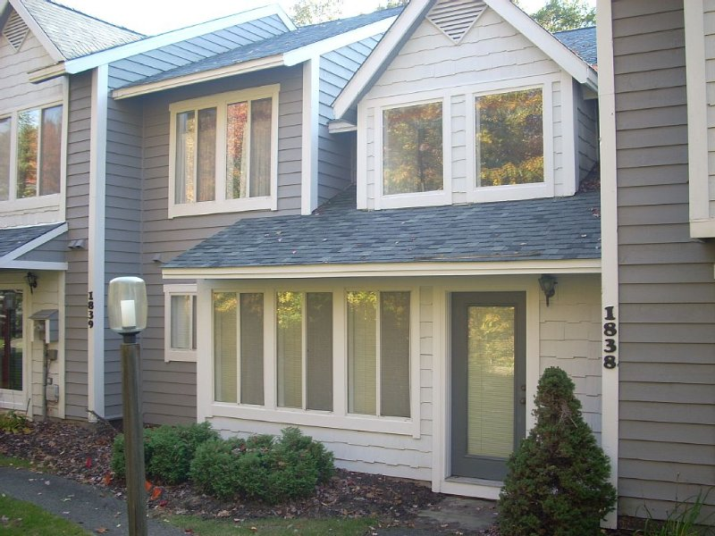 1838 Eagles Ridge Terrace- MountainTop, 3 Br, Beautiful TH- Golf/ Ski-WIFI,Cable, vacation rental in Hidden Valley