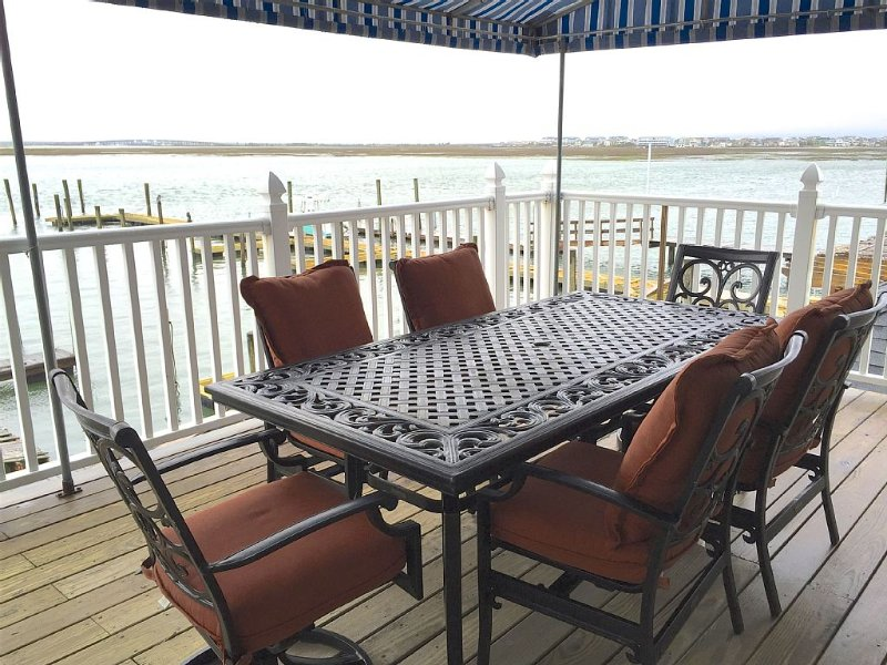 Waterfront with Spectacular Sunsets!  Watersports and Dining on Property!, holiday rental in North Wildwood