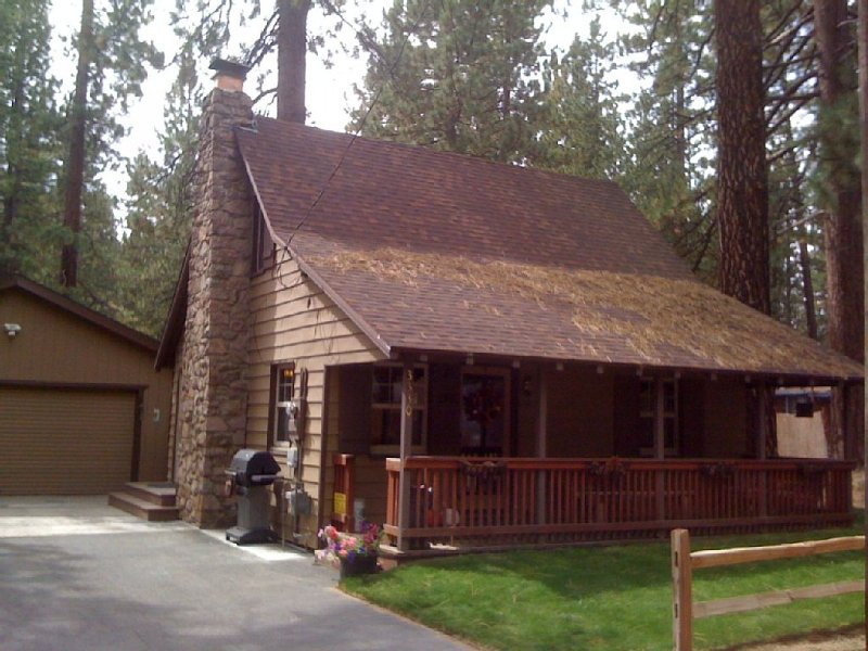 'Naughty but Nice' Knotty-Pine Cabin in the Pines!, vacation rental in South Lake Tahoe