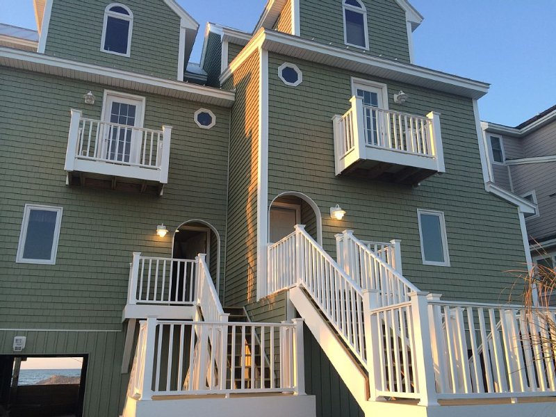 The Coconut - Spectacular Oceanfront on North Topsail Beach, location de vacances à North Topsail Beach