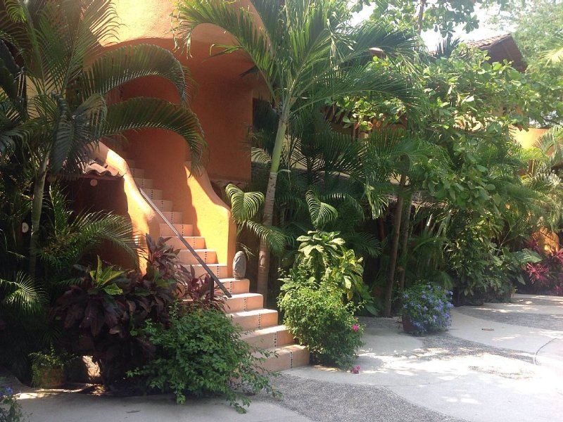 Casa Bella Mia- a spacious penthouse in a tropical paradise!, holiday rental in Zihuatanejo