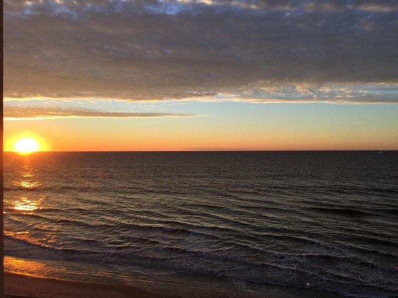 Beautiful views await you in this family friendly, quiet resort, alquiler de vacaciones en North Myrtle Beach