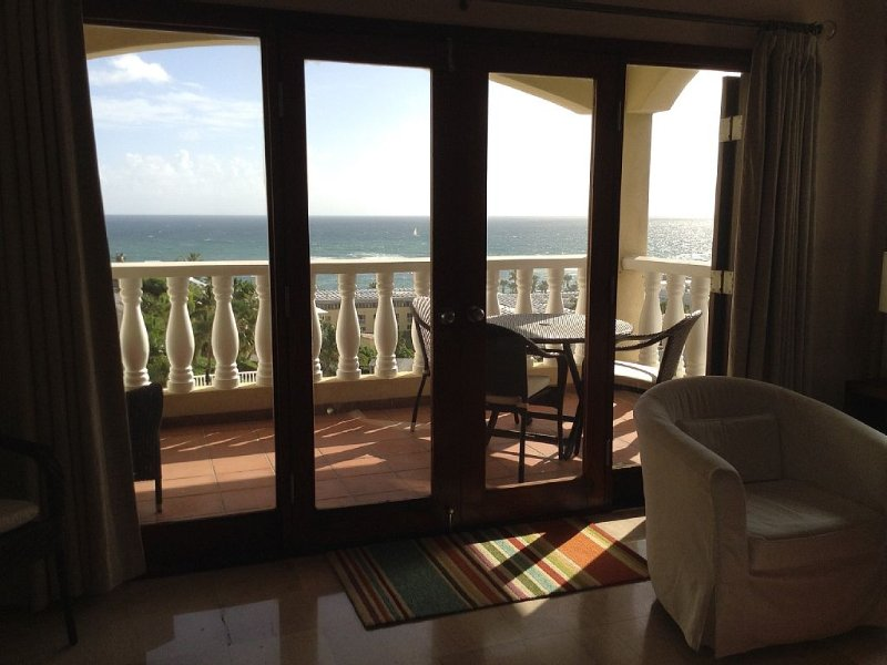 Deluxe Caribbean Condo with beautiful views of St. Barths – semesterbostad i St Marteen/St. Martin