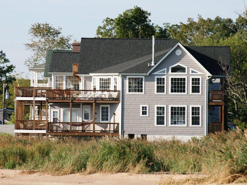 Chesapeake Haven: Luxury Chesapeake Bay Home with Amazing Water Views All Aroun, location de vacances à Calvert County