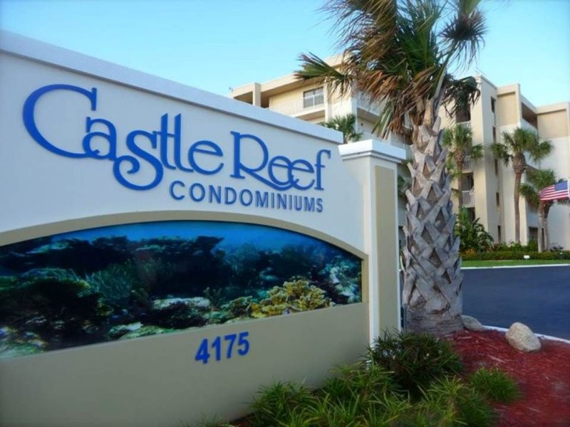 Castle Reef 2/2 Ocean Front/No Drive Beach Condominium - New Dedicated WiFi, holiday rental in New Smyrna Beach