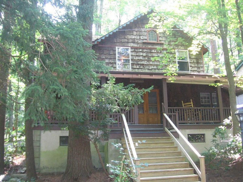 Lakeview cottage that is dog friendly too, holiday rental in Mount Joy