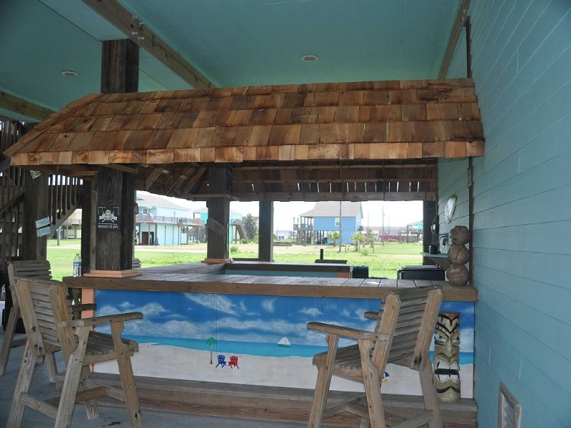 Everything's Beachy - Spring Special!  $450 Weekend, location de vacances à Crystal Beach