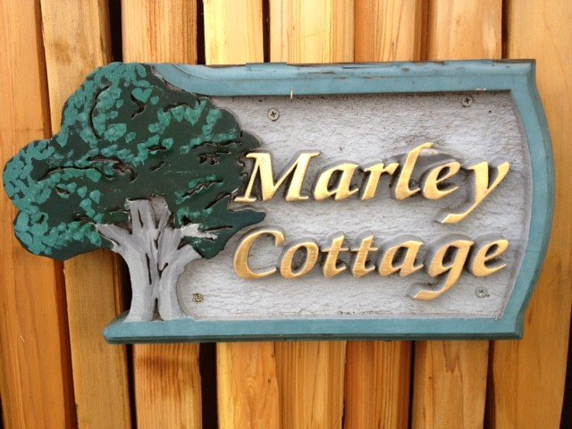 Quaint Carmel Cottage - Downtown - 'Marley Cottage' + private Hot Tub, holiday rental in Carmel
