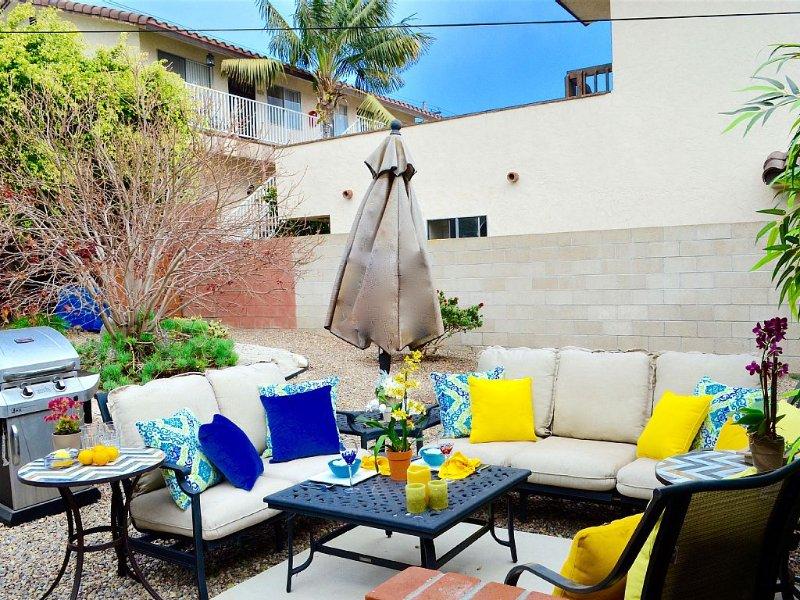 Remodeled Beach Home w/Designer Decor, 2.5blks to Beach, Lrg Yard, 2 Car Spaces, vacation rental in San Diego