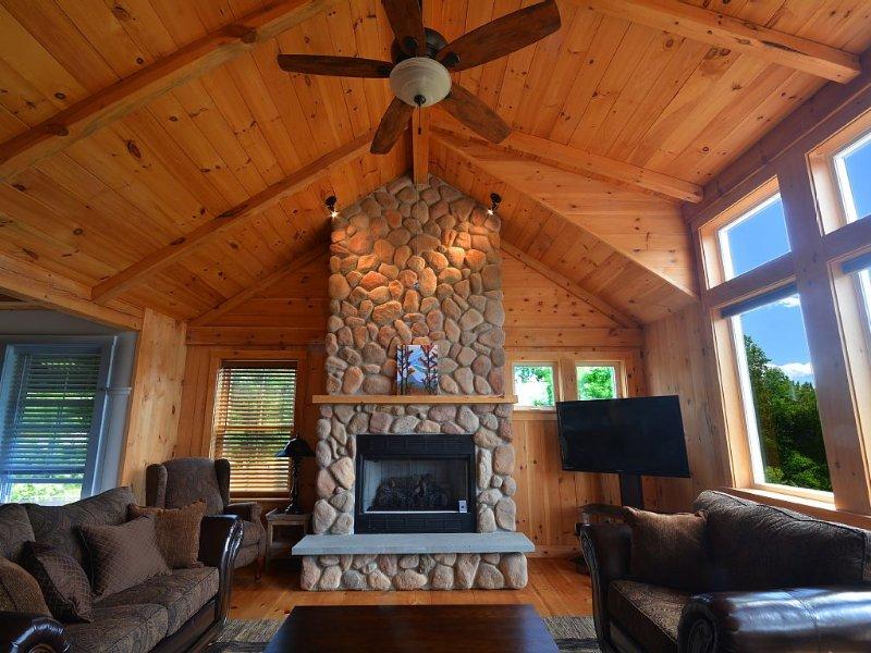 Luxury 4 Bed/4 Bath Home with Beautiful Mountain Views, Close to Everything, aluguéis de temporada em Conway