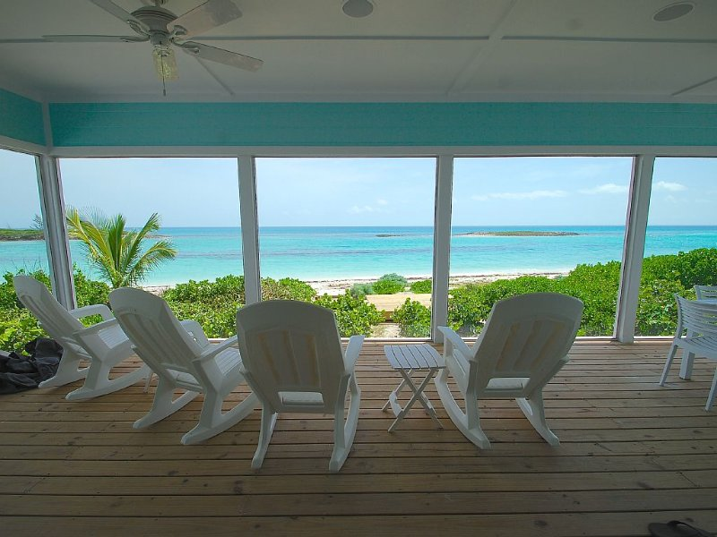 Bita Breeze - Beautiful New Beachfront Home on Green Turtle Cay, location de vacances à Green Turtle Cay