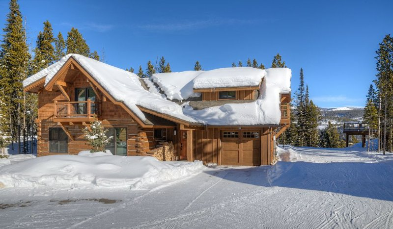 ***Luxury 4 Bdrm Ski-in/ski-out home avail April 1-8th- Book Now***, holiday rental in Big Sky
