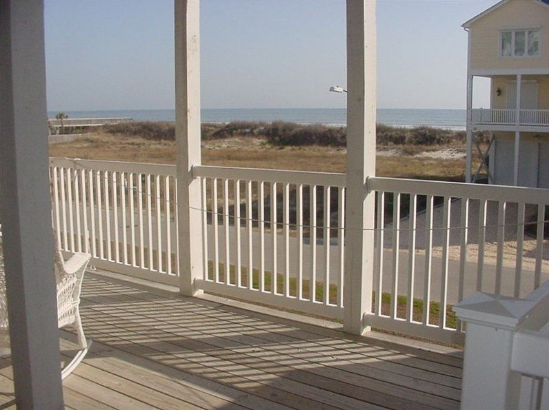 ** Spectacularly Remodeled **, Pet Friendly, 4BR/4BA Ocean View Villa in OIB, vacation rental in Ocean Isle Beach