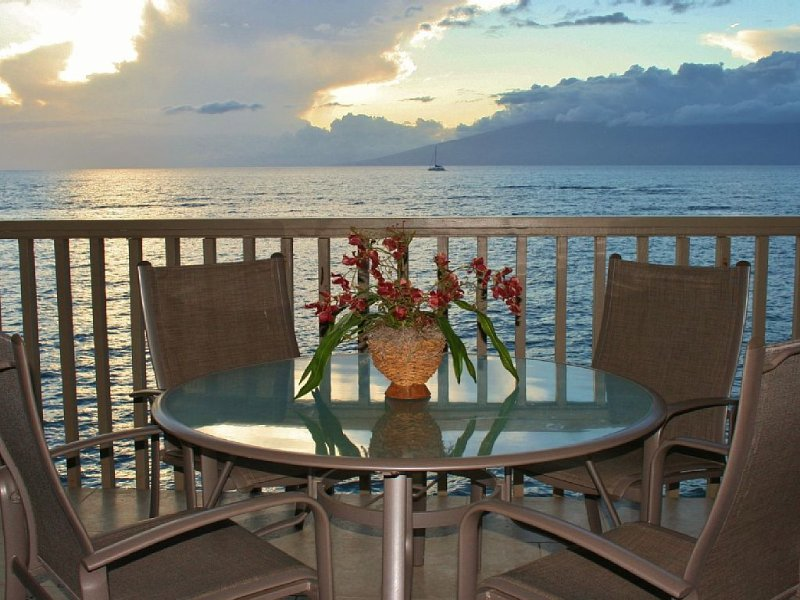 Reduced Winter 2020-21 - Take a Cruise Without Leaving Port - Oceanfront Studio, vacation rental in Lahaina