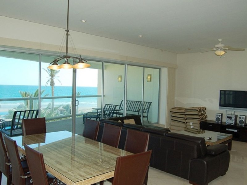Beachfront 2 Bedroom Condo - Unit# 303, holiday rental in Chihuahua