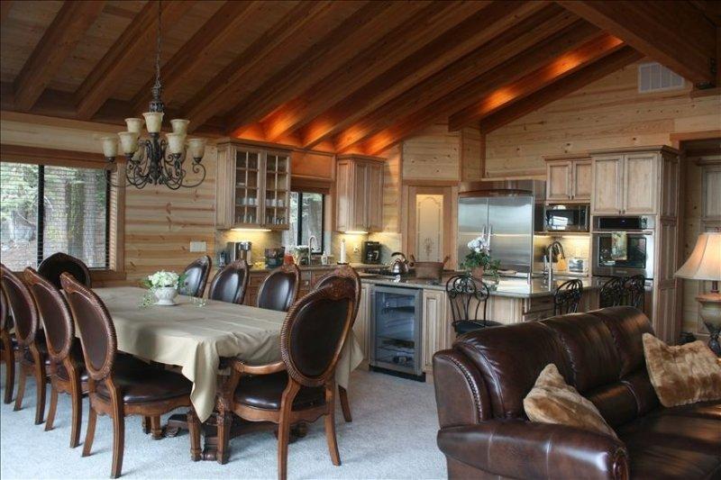 Tahoe Donner - Six Bedroom Family Cabin – semesterbostad i Truckee