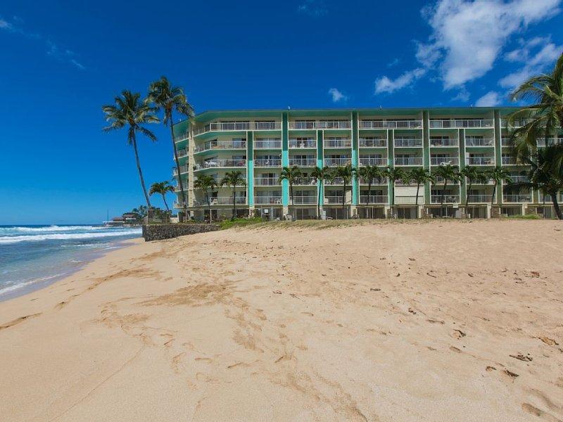Direct Oceanfront, Great Surfing, Totally Renovated, alquiler de vacaciones en Waianae