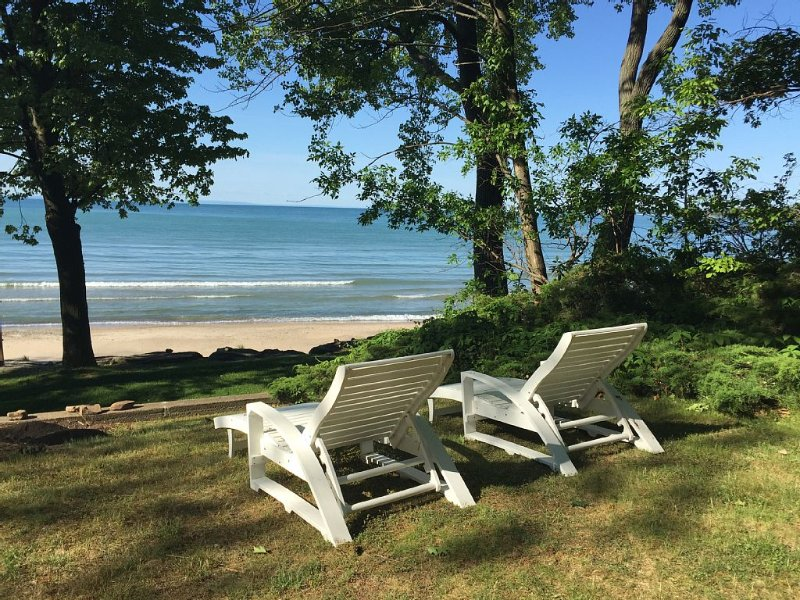 White Sand Beach Paradise In Canada's South Coast, holiday rental in Ridgeway