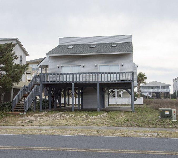 Family Friendly Beach home, 5 minute walk from beach, location de vacances à Ocean Isle Beach