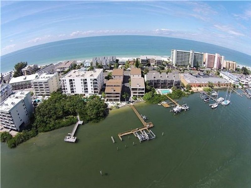 Beach Retreat Condo With Both Gulf And Intracoastal Access., location de vacances à Indian Shores