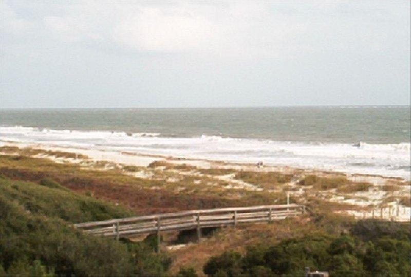 HHI Beach & Tennis #AR416 2BR/2BA Angled Oceanfront Condo, location de vacances à Bluffton