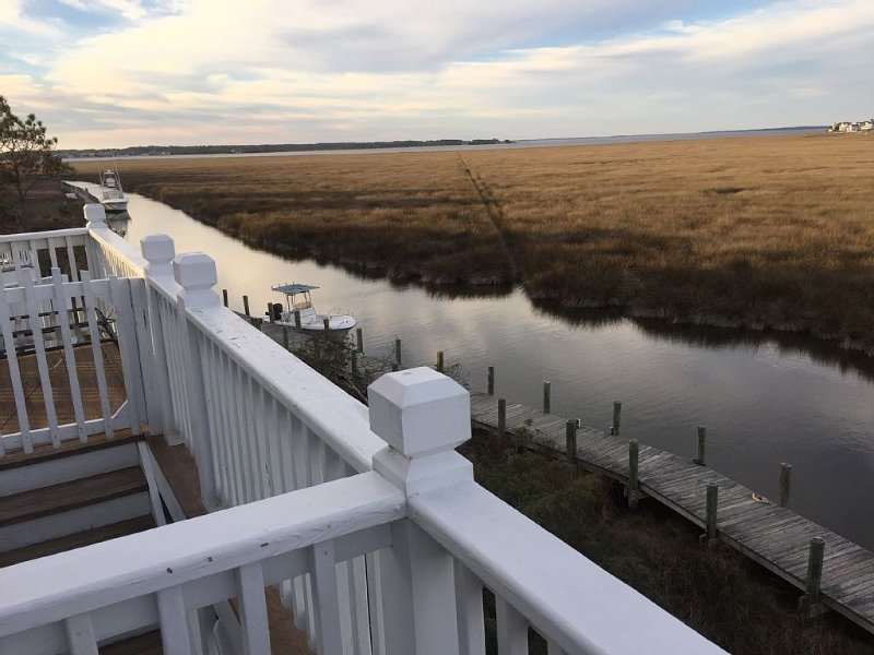 51 Hammock Village - Stunning sound-view home in Pirate's Cove Resort OBX, holiday rental in Manteo