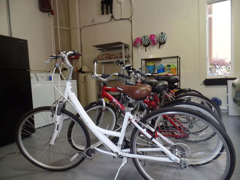 6 quality bicycles, Men's Ladies, step over Ladies, Helmets and fishing gear