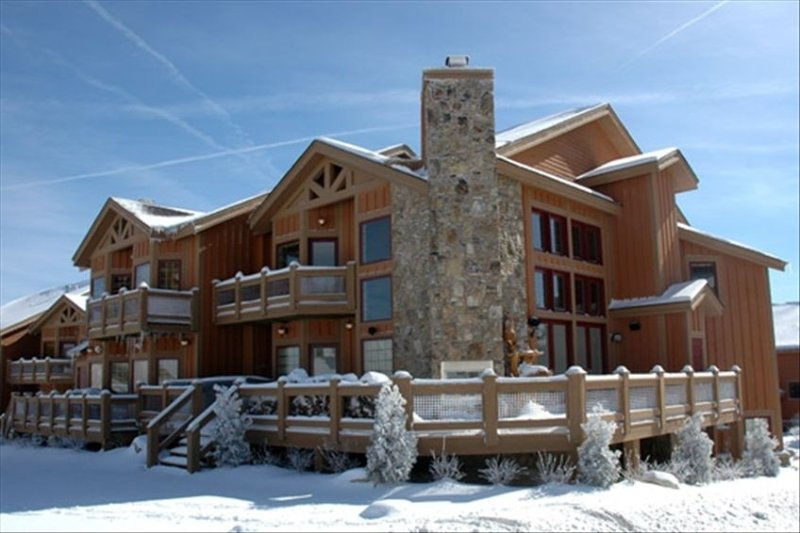 7 Springs - Luxury Southwind Ski-in Ski-Out Mountaintop Townhouse, vacation rental in Mount Pleasant