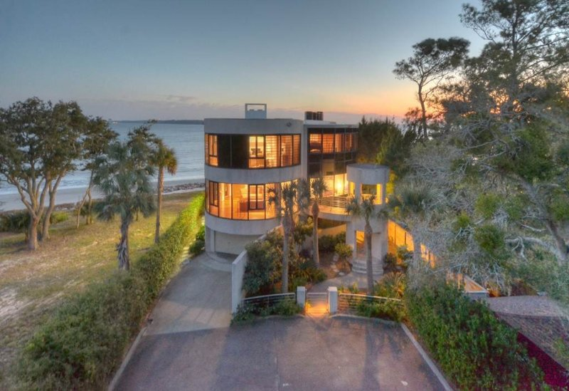 Expansive Ocean Views in Secluded Neighborhood with Pool, Short Walk to Village, holiday rental in Saint Simons Island