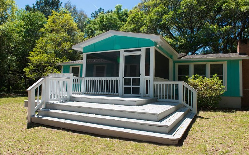 Last Minute Special $130 a night - 5 minutes to beach- ask for details, location de vacances à Saint Helena Island