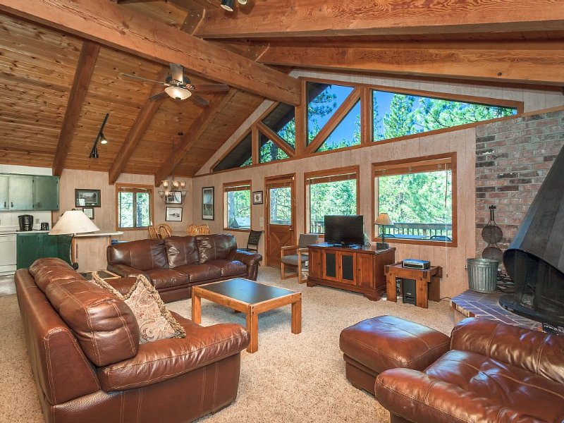 Beautiful Lake Tahoe home within the Northstar Resort area!, holiday rental in Truckee
