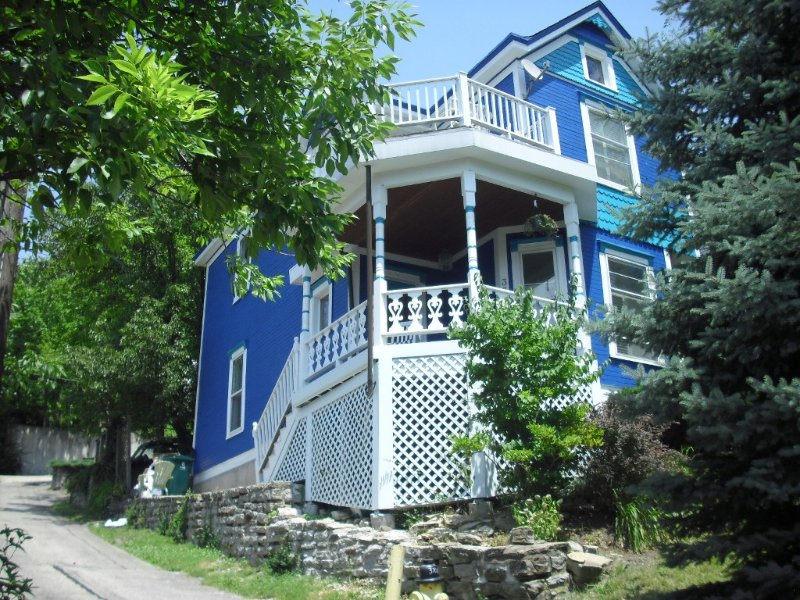 Columbia/Tusculum~Cozy Home with Views~near Hyde Park & Downtown-, vacation rental in Taft