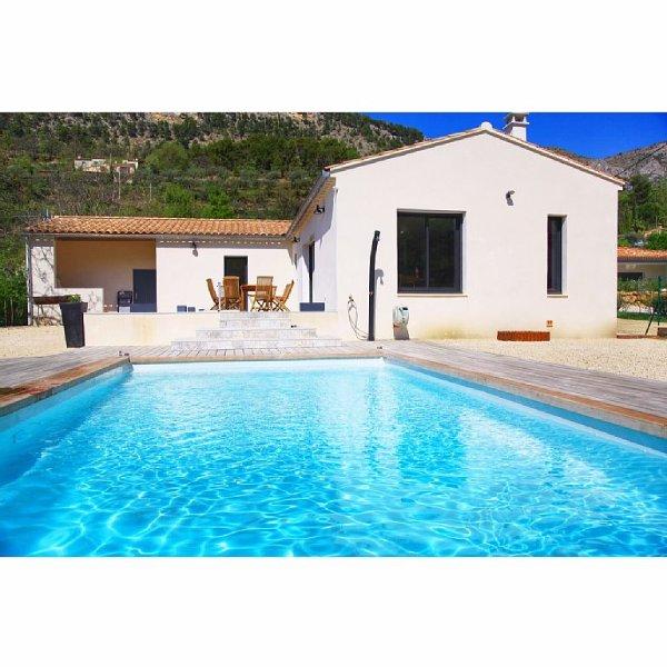 Villa climatisée de plain pied avec piscine sécurisée pour 11 personnes – semesterbostad i Eygaliers