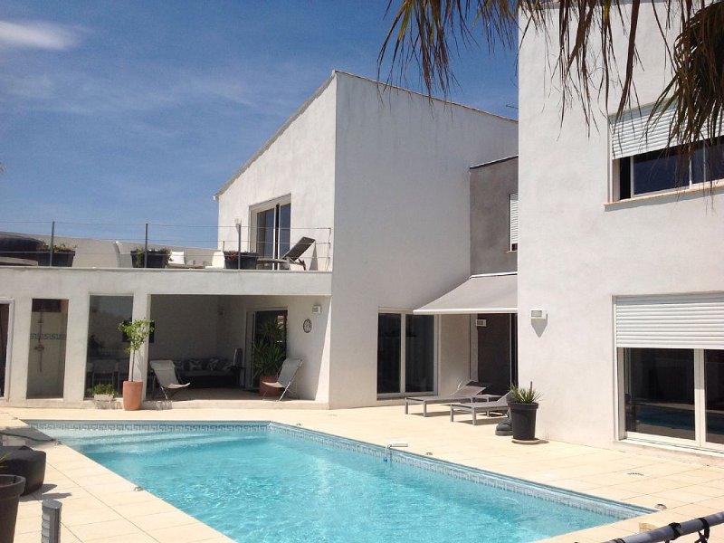 Magnifique Villa d'architecte pour des vacances au calme en proximité mer..., holiday rental in Serignan