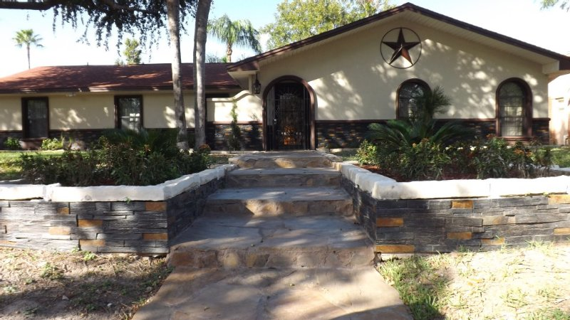 A Rustic Texas Country Theme Very Family Friendly Home With Plenty Of Sleeping A, location de vacances à McAllen