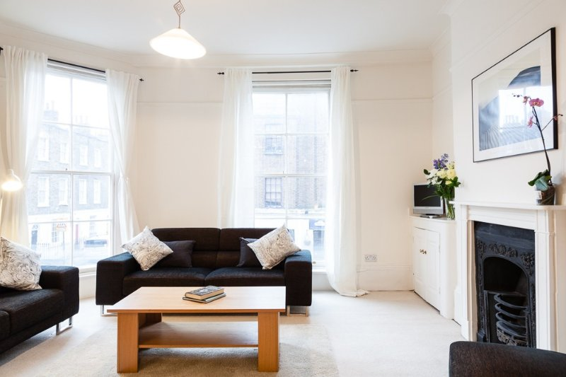 Bright, Spacious Two-Bedroom Apartment in Paddington!, vacation rental in London