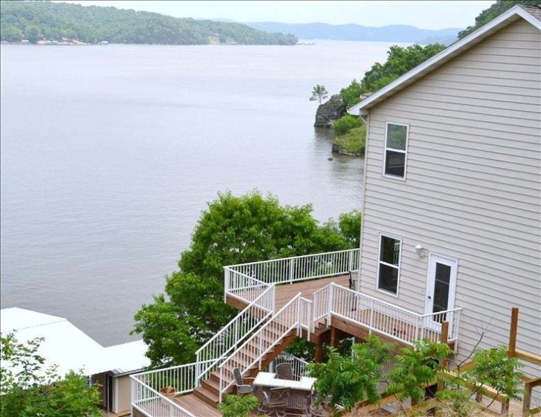 Lakefront Main Channel, Amazing Views, Large Dock and Slip!!, holiday rental in Climax Springs