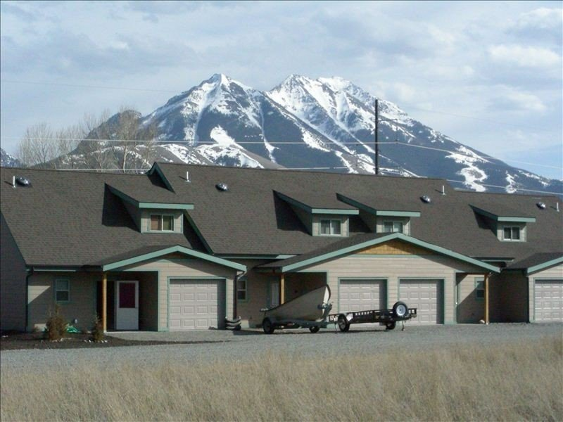 Hurry and Reserve Your Yellowstone Natl Park & Chico Hotsprings Getaway!, holiday rental in Emigrant