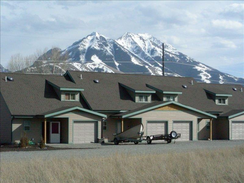 Hurry and Reserve Your Yellowstone Natl Park & Chico Hotsprings Getaway!, aluguéis de temporada em Emigrant