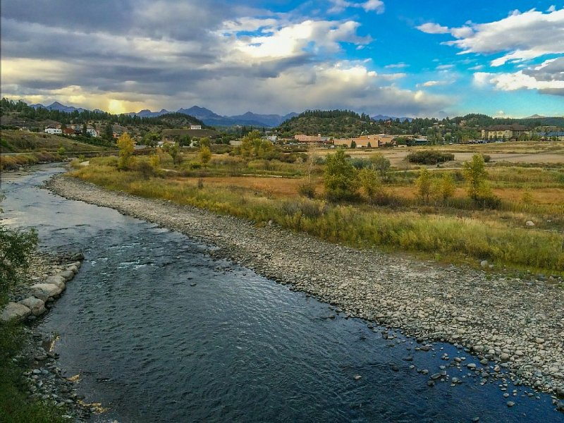 Amazing Town Home Right on San Juan River, Big Views, Near Town, Central A/C, vacation rental in Pagosa Springs