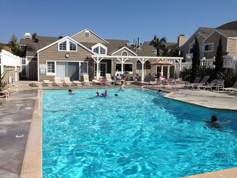 ***Charming Beach Condo, Steps to Monarch & Strands Beach, Relax & Enjoy***, aluguéis de temporada em Dana Point
